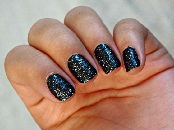 Essence  Effect Nails 3D Glitter in Tonight at Midnight