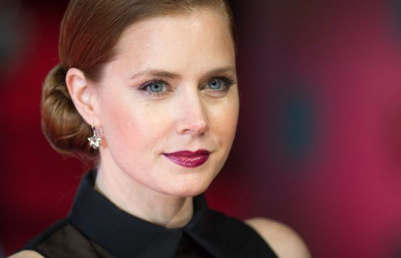 How Pretty Is Amy Adams With Her Plum Lipstick at the 2014 BAFTA Awards?